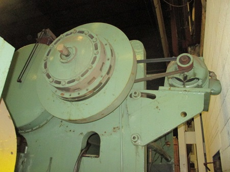 260 TON NIAGARA MODEL #N-260-8-12 PRESS BRAKE